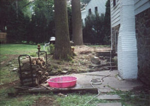 Before wall stone with steps and patio.jpg (20211 bytes)
