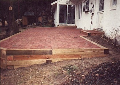 Brick Patio.jpg (39124 bytes)
