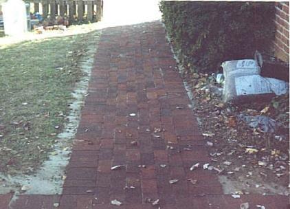 Brick walk 53DD.jpg (30839 bytes)