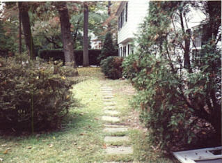 Brick walk & landscap before.jpg (24229 bytes)