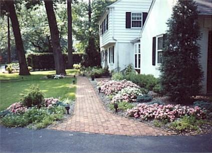 Brick walk & landscape.jpg (50407 bytes)