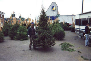 Mike L with Frazier Fir Christmas Tree.jpg (23332 bytes)