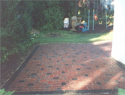 Pavers red blend with charcoal.jpg (51067 bytes) - Paver Patios - Newtown Square - Delaware County - Main Line PA
