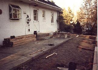 Tie and brick steps before.jpg (21662 bytes)