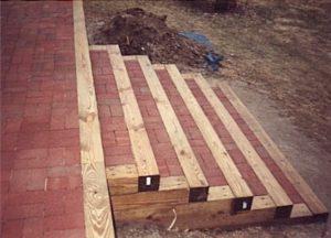 Tie & Brick steps 2.jpg (38894 bytes)