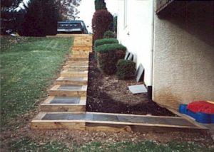 Tie & flagstone steps 1.jpg (44238 bytes)