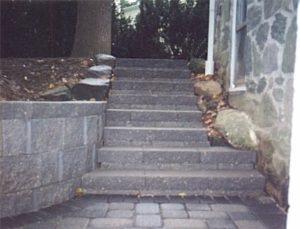 Wall stone steps.jpg (40130 bytes)