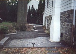 Wall stone with steps and patio.jpg (47688 bytes)
